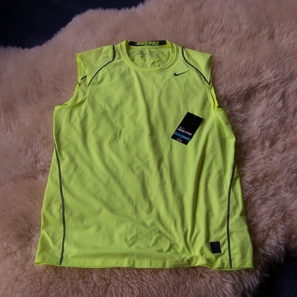 15760232ae29f NWT Nike Men s Pro Cool Fitted Sleeveless Shirt XL